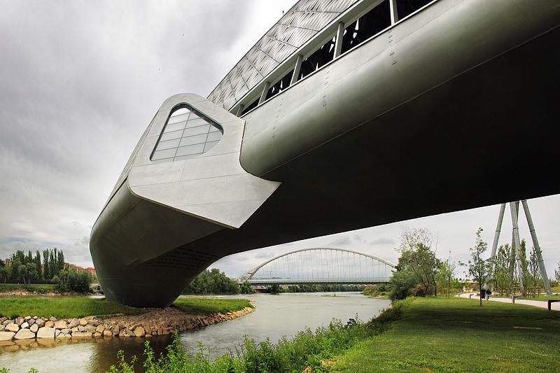 File:Pabellón Puente y Puente del Tercer Milenio.jpg