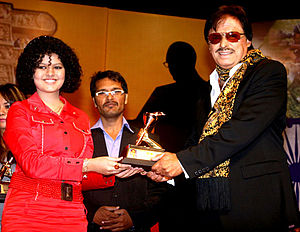 Sanjay Khan - Sanjay Khan receiving an award.