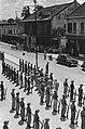 Palembang. Y-Brigade generaal Kruls inspecteert op straat een erewacht. van …, Bestanddeelnr 4994.jpg