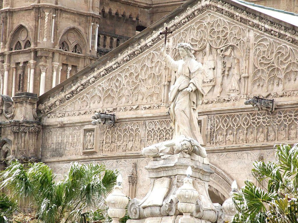 Statue de Sainte Rosalie devant la cathédrale de Palerme - Photo de gnuckx
