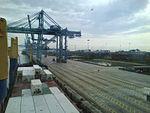 Pemandangan pelabuhan barat dari atas sebuah kapal