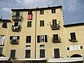 Piazza dell'Anfiteatro - Lucca - panoramio (2).jpg