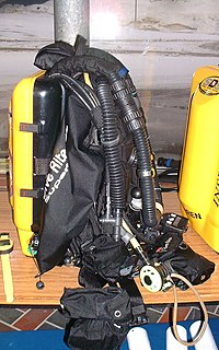 Rebreather Apparatus to recycle breathing gas
