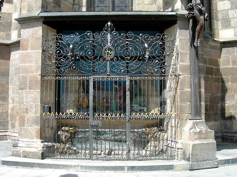 File:Plzeň sv Bart Boží hrob a mříž DSCN0788.JPG