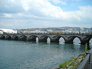 https://upload.wikimedia.org/wikipedia/commons/thumb/3/30/Ponte_do_burgo.jpg/300px-Ponte_do_burgo.jpg