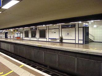 Saint-Denis – Porte de Paris (Paris Métro) - Image: Portede Parisaffichesnoires