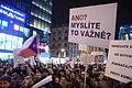 Praha, Václavské náměstí, demonstrace proti Ondráčkovi, transparenty.jpg