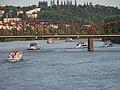 Praha, lodě u železničního mostu (01).jpg