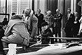 Prins Willem Alexander aan boord van reddingsboot, Bestanddeelnr 930-2408.jpg