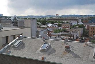 Saint-Roch, Quebec City - Image: Québec vue de l'hôtel Pur 01