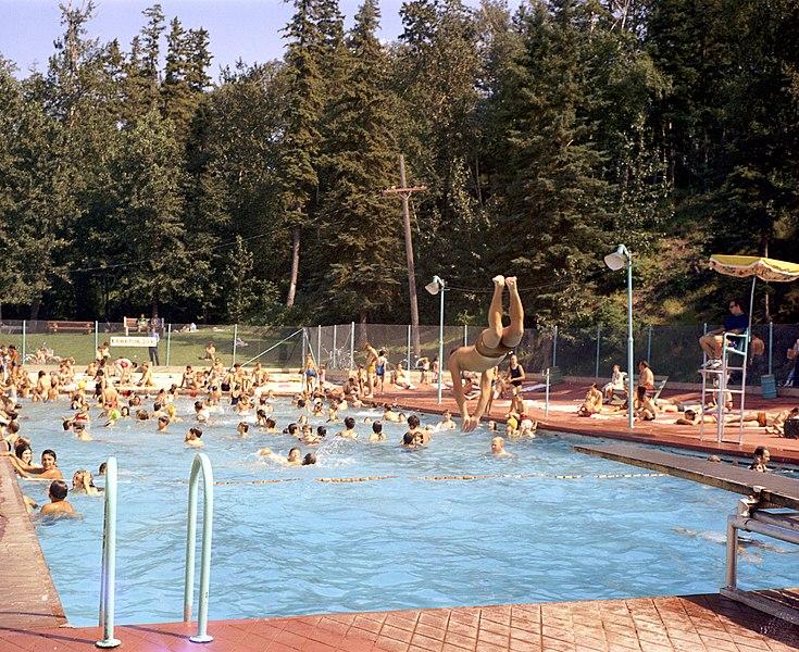 File Queen Elizabeth Swimming Pool Edmonton 28070859232 Jpg Wikimedia Commons