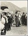 Rainha Amélia no Faial, entre a multidão.jpg