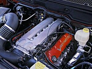 Dodge Ram SRT-10 - Dodge Ram SRT-10 engine (with aftermarket intake tube)