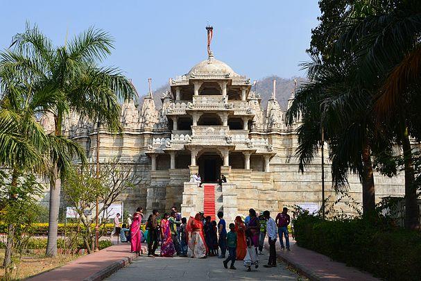 Ranakpur Jain temple, marble 2.jpg