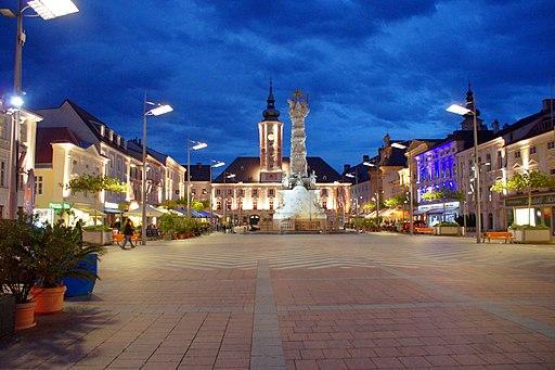 Rathausplatz bei Nacht 01