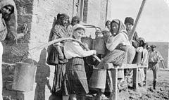 Rationing water to the civil population of Baku 1918.jpg