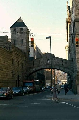 Allegheny County Jail - Image: Richardson Allegheny CH Bridge