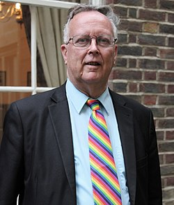 Robin Wilson outside Gresham College - 23jun11.JPG