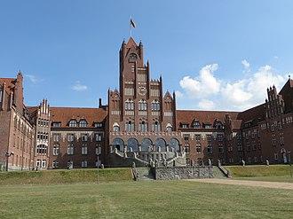 Mürwik - Image: Rote Schloss, MSM zur Wasserseite (Flensburg Mürwik 2014)
