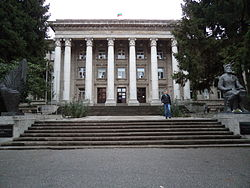 Rousse University Central Building Main Entrance 03.jpg