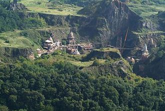 Eragon (film) - Aerial photograph of the Ság Mountain, which served as the backdrop for Farthen Dûr