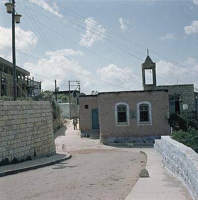 أطلال كنيسة الروم الكاثوليك في صفد، وهي مدينة فلسطينيّة هُجر سكانها عام 1948.