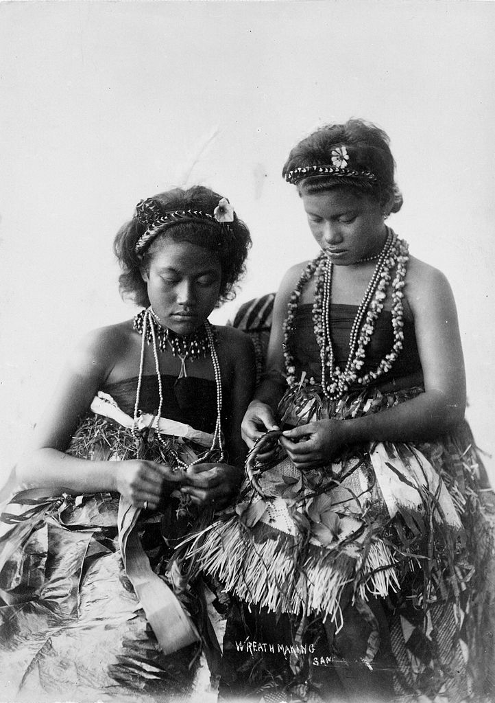 File samoan women in traditional clothing making wreaths for Traditional photos