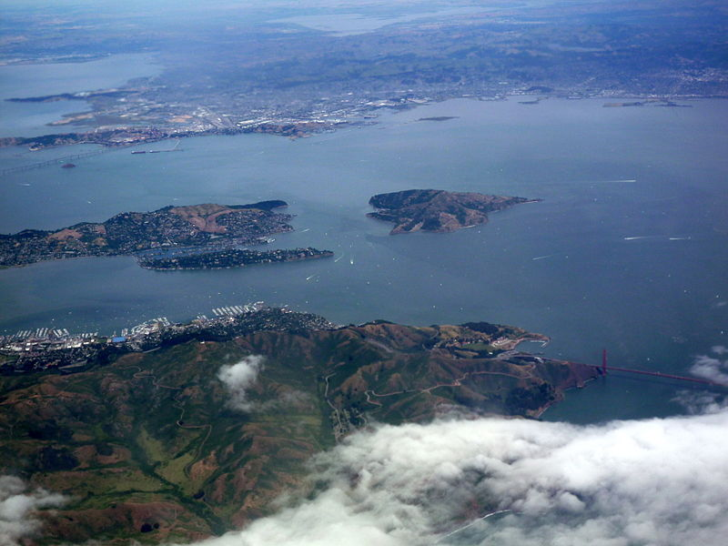 San Francisco Bay from the air in May 2010 06.jpg