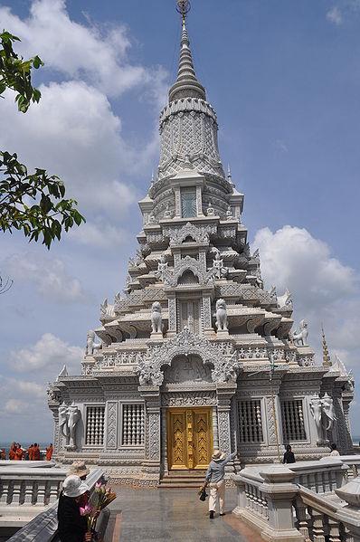 Stupa di Bukit Oudong dimana relik yang dianggap milik  Sang Buddha dicuri, pada Selasa pagi (10/12/2013)