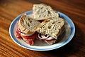 Sandwich med parmaskinke, gedeost og tomat (5171338883).jpg