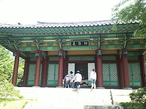 Sayukshin tomb shrine.jpg