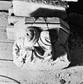 Schalkbeeldje boven pijler 17 - Amsterdam - 20012984 - RCE.jpg