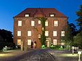 Schloss Agathenburg am Abend.jpg