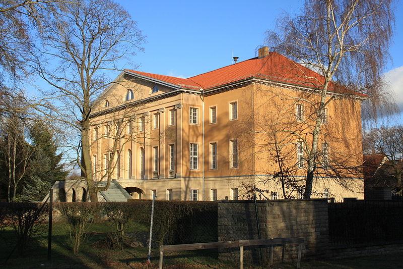 File:Schloss Garzau.JPG