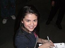 Selena Gomez sul set de I maghi di Waverly, prima di girare un episodio per la prima stagione della serie, nell'aprile del 2007