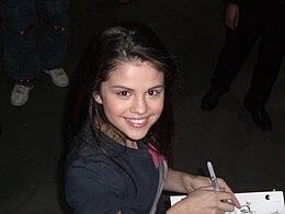 Wie is Selena Gomez dating november 2013 Wanneer heeft Jamie en Lily start dating