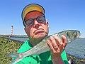 Selfie deze fint was 48 cm en gaf een flinke sport aan de hengel.jpg