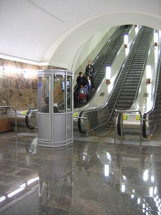 Arbatsko-Pokrovskaya line - New escalators on Semyonovskaya
