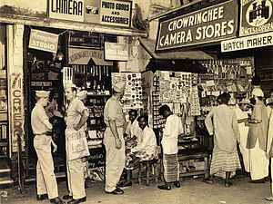 India–United States relations - American GIs at a market in Calcutta (now Kolkata) in 1945.