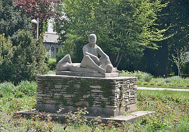 Sitzende und Liegender 04 by Hilde Uray.jpg
