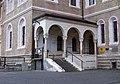 Smíchov, klášter sv. Gabriela, vstup s rampou.jpg
