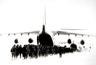 Посадка десантників в літак іл 76