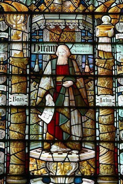 Datei:St John's Church, Chester - Hiram-Fenster 2.jpg
