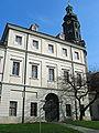 Stadtschloss Weimar - Westansicht mit Turm.jpg