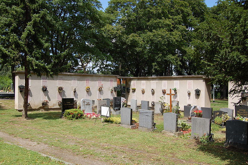 Datei:Stammersdorfer Zentralfriedhof - Urnenfriedhof.jpg