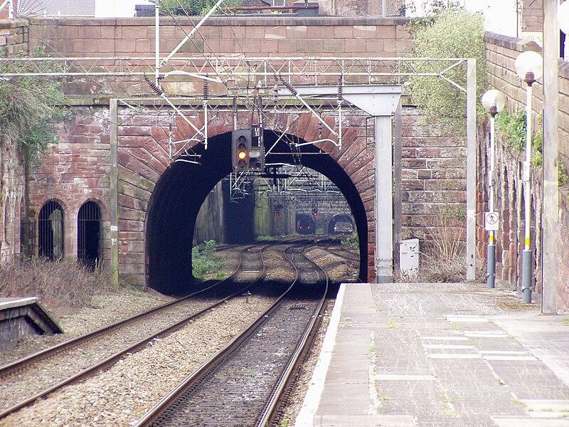 File:Start of Lime Street Tunnel Cutting.jpg