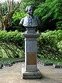 Statue Pierre Poivre.jpg