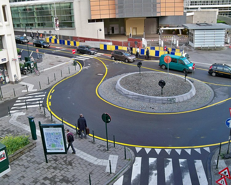 A roundabout at the crossing of Rue Stevin and Charlemagne Boulevard in Brussels