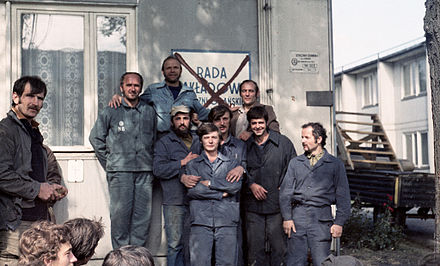Lenin Shipyard workers, Poland, on strike in August 1980, with the Soviet-modeled trade union name crossed out in protest Strajk sierpniowy w Stoczni Gdańskiej im. Lenina 09.jpg