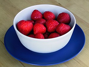 Tannin - Strawberries in a bowl